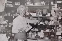 Vlasta Vaňoučková jako prodavačka, 70. léta