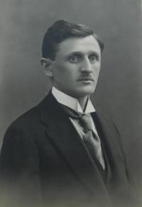 František Kruš – učitel z Moravičan, první organizátor odboje na Lošticku, který byl 14. ledna 1944 při zatýkání zastřelen gestapem