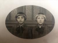 Dcery Skřivánkovy (vlevo Naděžda a v pravo Věra)