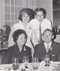 Iva Bejčková se svým manželem Vlastimilem, maminkou Věrou a tatínkem Bohuslavem