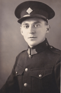 Bohuslav Kořínek byl 19. března 1954 odsouzen Krajským soudem v Pardubicích za velezradu k odnětí svobody na pět let
