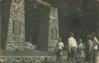 Stavba památníku nad Lipovcem, který byl odhalen 14. 7. 1946