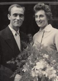 Svatba Josefa Bubeníka s Jitkou Bubeníkovou. Teplice, 27. 6. 1959.