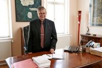 Oldřich Choděra ve své advokální kanceláři