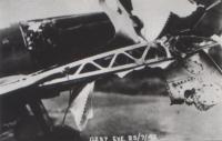 Porušené křídlo při návratu z operačního letu nad Francií