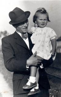 Maria Hrochová s tatínkem, rok 1941