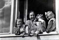 Štěpánka Drkalová se svými dcerami
