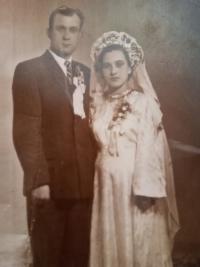 Hanna Petrivna Jankovska s manželem Arsenem, svatební foto