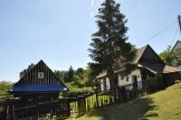 Dom a hospodárska budova v Hornej Strednej