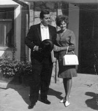 Manželé Dostálovi v Kábulu. Ivo dostál se chystá na audienci ke králi / Afghánistán / kolem roku 1967