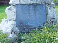 Památník padlých v Doubravici během bombardování osvobozující armády v květnu 1945