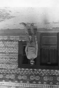 Pamätník Albín Jankulík na návšteve neďalekých Čičmian