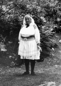 Eva Jankulíkova, rod. Korbeľová, mama Albína Jankulíka, rok 1981
