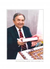 Leonid Dohovič so svojou knihou o väznení v sovietskych lágroch, autogramiada