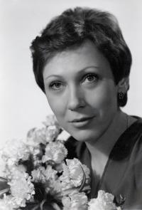 Svatební fotografie Anny Röschové, rozené Zítkové, z 5. prosince 1981