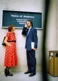 Anna Röschová s Vladimírem Čechem v rámci tříměsíční stáže poslanců České národní rady v USA v roce 1991