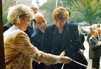 Anna Röschová s Otakarem Motejlem a dalšími u příležitosti slavnostního otevření zrekonstruované budovy Nejvyššího soudu v Brně