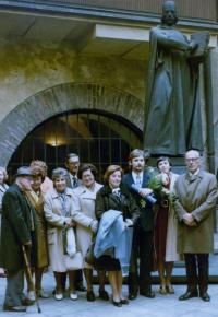 Anna Röschová s budoucím manželem Ludvíkem Röschem a jeho rodiči u příležitosti jeho promoce roku 1978