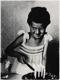 Páté narozeniny, 1957