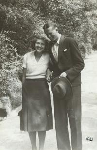 Rodiče pamětnice jako mladý pár, květen 1932