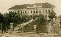 Škola v Mirovicích; 1925