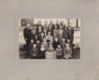 Karel Špala ve druhé třídě; 1927