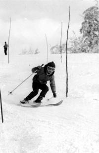 Olga Charvátová trénuje na kopci, rok 1971