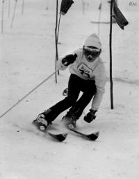 Olga Charvátová při slalomu v roce 1973