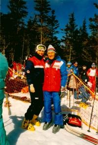Olga Charvátová se servismanem, v roce ukončení kariéry (1986)