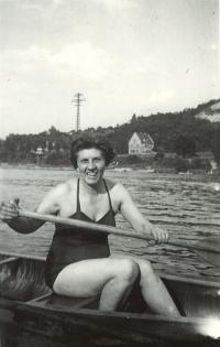 Maminka pamětnice Maruška na vodě, 1958