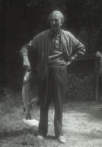 Jindřich Macháček jako vášnivý rybář s úlovkem (štika), 1950
