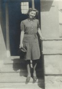 Evina maminka za války v Tišnově, 1943