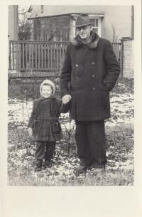 Hanka Čejková s dědečkem, 1954