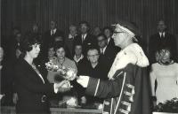 Evina promoce na Lékařské fakultě Univerzity Karlovy, Praha 1971