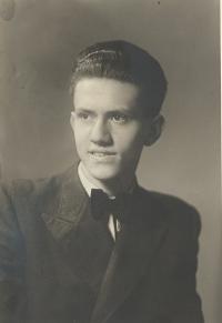 Jan Sklenář, bratr Jiřího Sklenáře. Oba byli strýcové Evy Galleové, Praha 1944