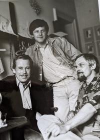 Setkání s přáteli, Jan Foll vlevo