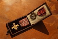 Československý válečný kříž 1939 - 1945 a Pamětní medaile československé armády v zahraničí udělené matce a tchánovi.