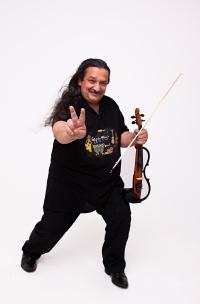 Pamätníkova umelecká fotografia s husľami.