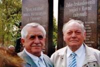 Jaroslav Moravec (vpravo) při odhalení pomníku obětem války, Rovno, Ukrajina, 2007