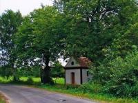 Kaplička v Krtíně (obec Skapce), kam Jaroslav Moravec chodil zvonit