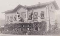 Slavnostní vítání prezidenta Edvarda Beneše, který Českým Bohdíkovem projížděl vlakem