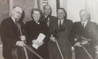 Smyčcový kvintet, ve kterém Jan Heindl působil. Na fotografii druhý zprava