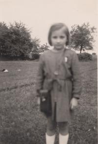 Jana Blažejová s darovaným fotoaparátem