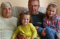Jana Blažejová se synem a pravnoučaty