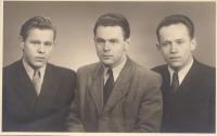S bratry, osoby na fotografii zprava: Vladimír Zikmund, Jiří Zikmund, Josef Zikmund