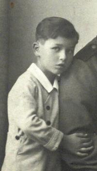Roman Frait jako sedmiletý chlapec, Brno 1942