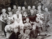 Marija Jakivna Bohuta uprostřed, rok 1958