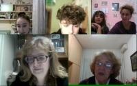 Děti ze školy Scuola ceca při online natáčení rozhovoru v rámci projektu Příběhy našich sousedů