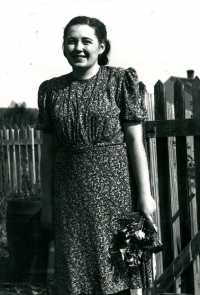Maminka Anny Röschové krátce po svatbě v roce 1943