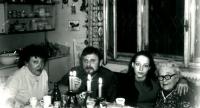 Sestra Anny Röschové Eva, manžel Ludvík Rösch, neteř Marie (dcera Anniny nejstarší sestry Marie) a maminka o Vánocích roku 1988